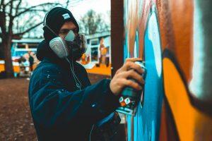 Jan beim sprühen an der HdJ Wand.
